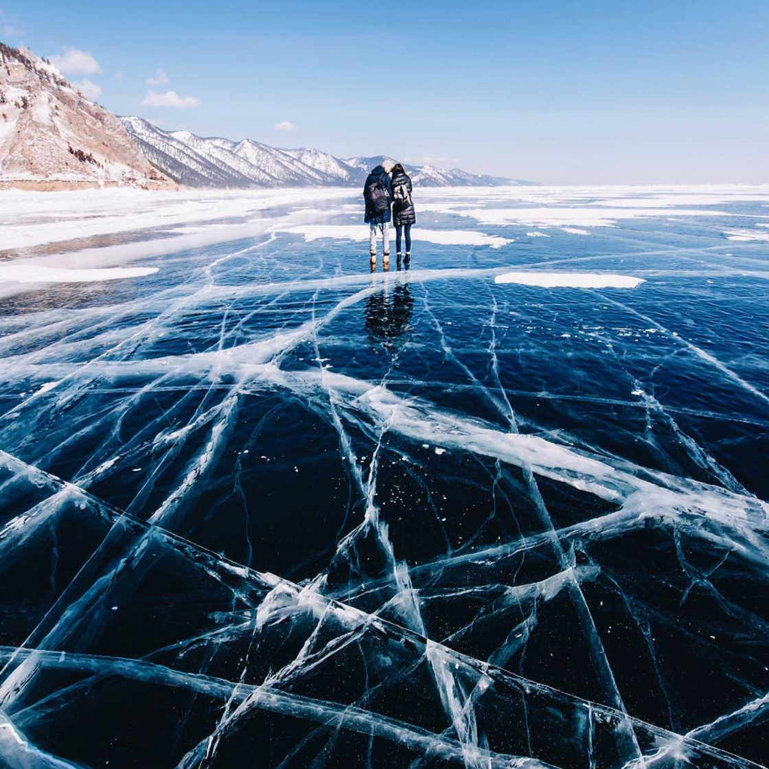 Frozen World – The impressive photos of Lake Baikal during winter