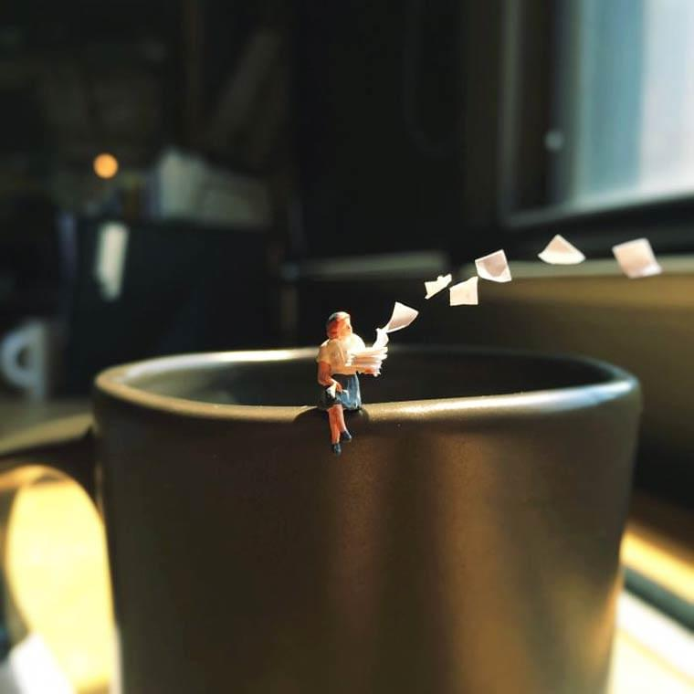 Miniature Office – When a creative office worker gets bored at work