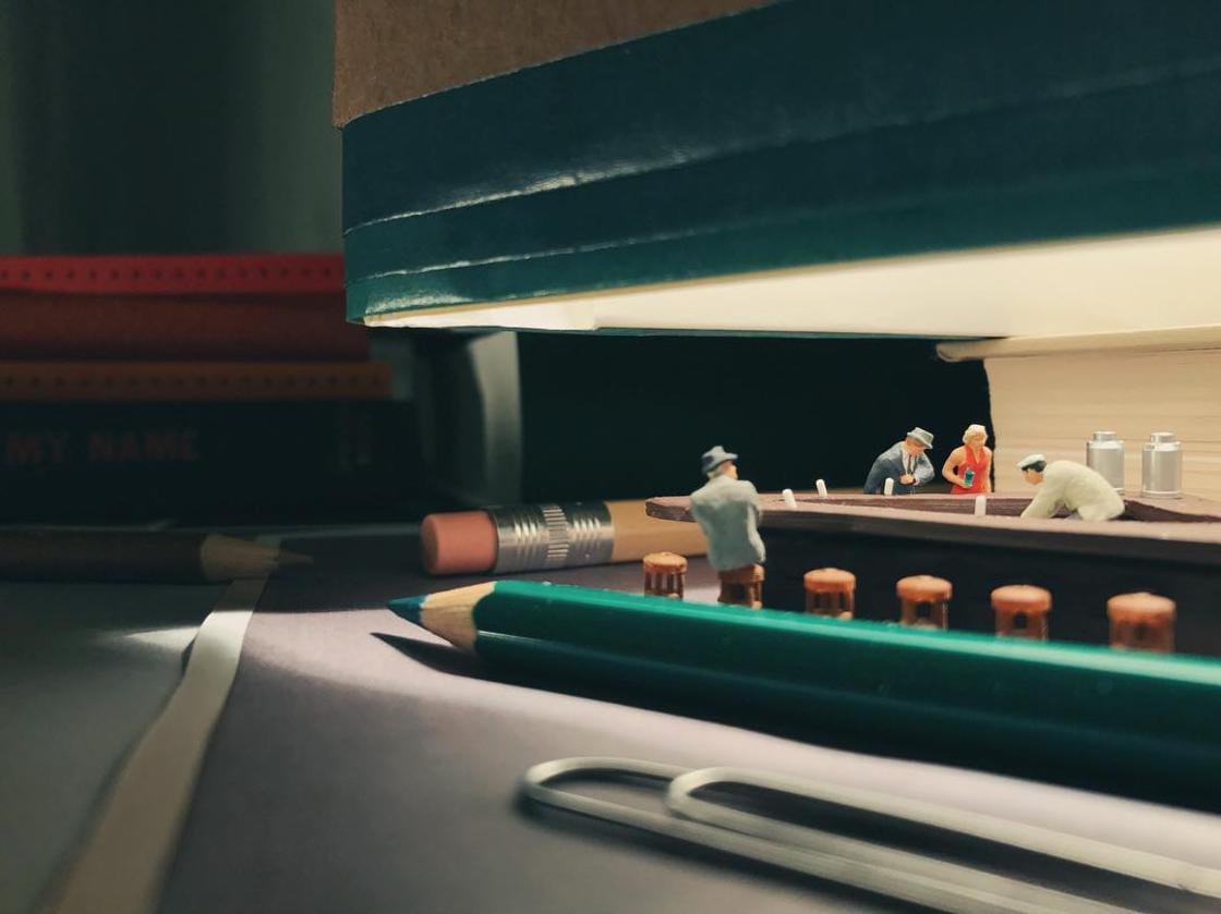 Miniature Office – When a creative employee creates miniature scenes