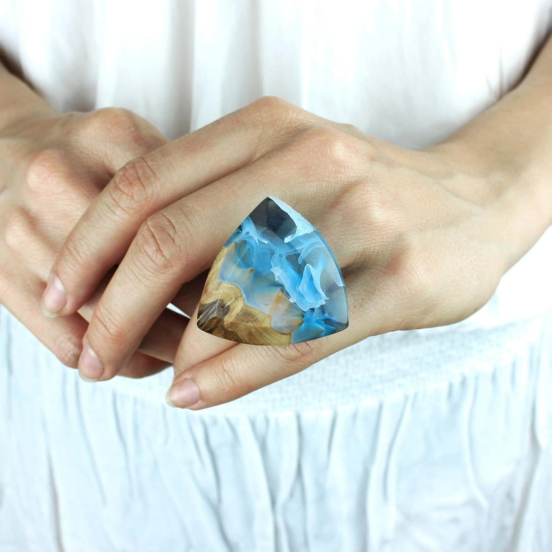 Wood and resin – The fascinating and poetic jewelry by Miha Debeljak
