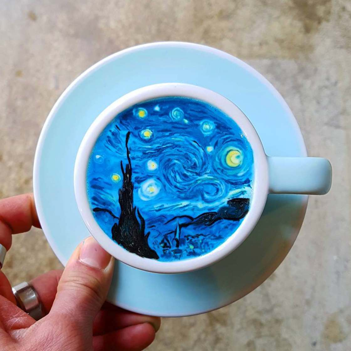 Art On Coffee – Barista creates impressive art on your coffee foam
