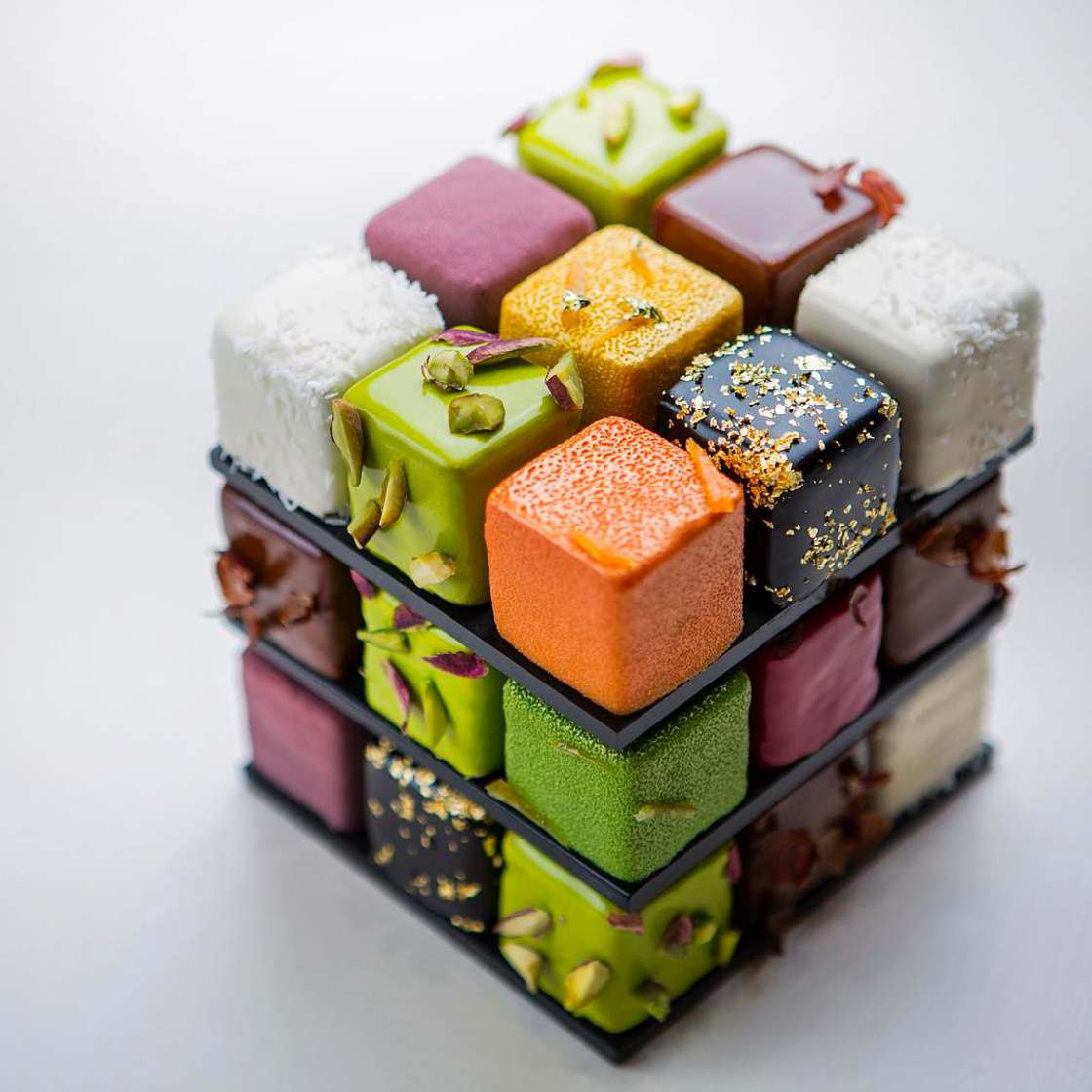 Rubik's Cake – An incredibly appetizing geometric pastry!