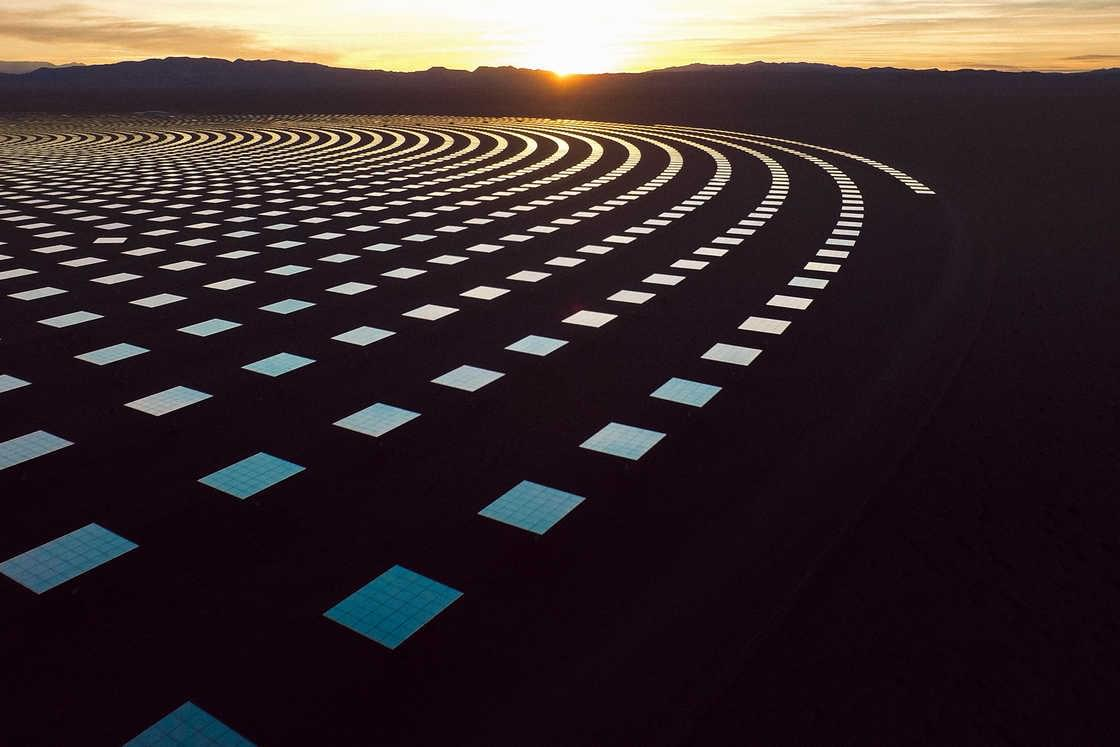 Crescent Dunes – The fascinating photographs of a giant solar farm