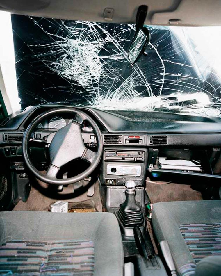 Car Crash – Documenting the inside of wrecked cars