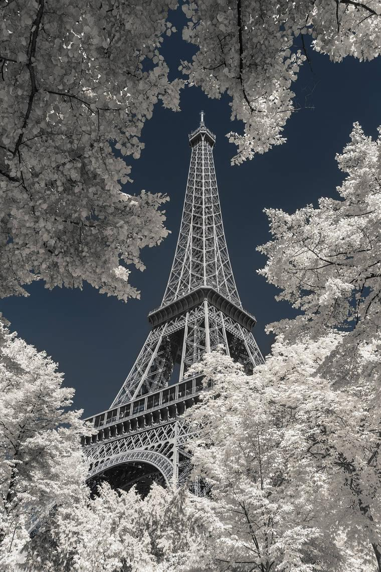 Pictures of Paris in infrared