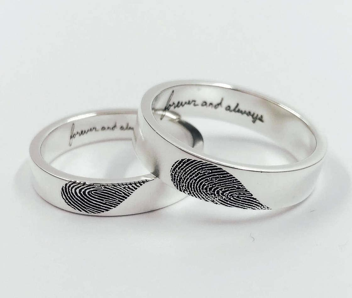 These cute wedding rings display the fingerprints of your lover