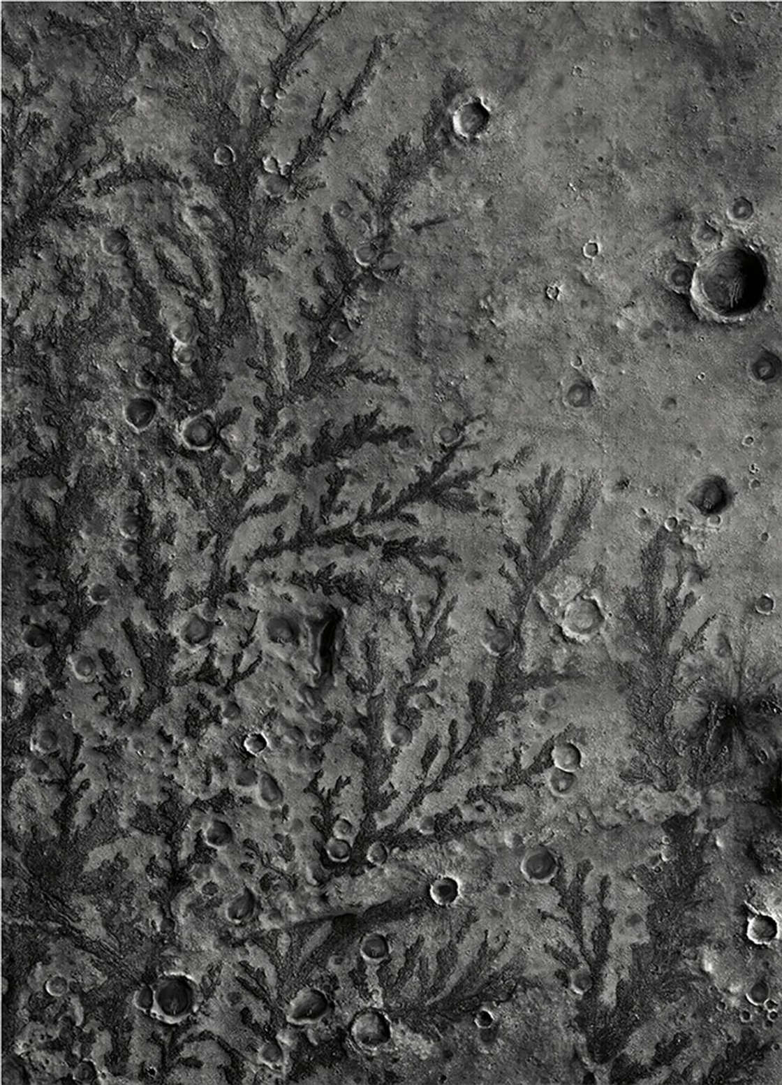 This Is Mars – Some amazing black and white photographs of Mars