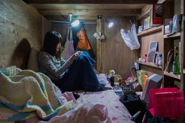 Living Small – Documenting the lives of the residents of a Tokyo capsule hotel
