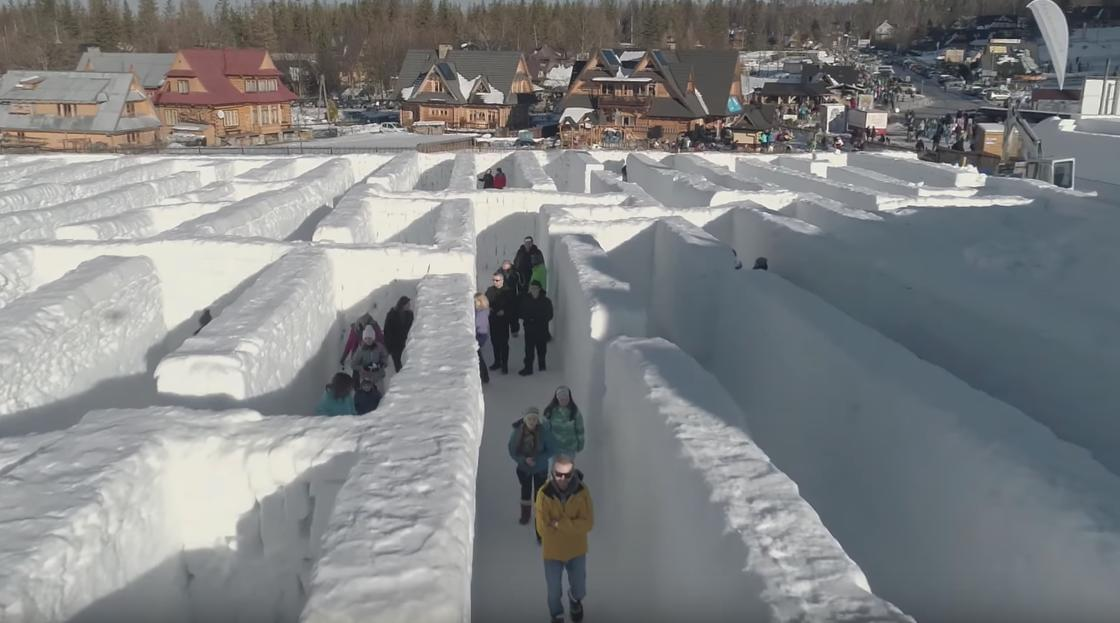 Snowlandia – They created the world's largest snow labyrinth