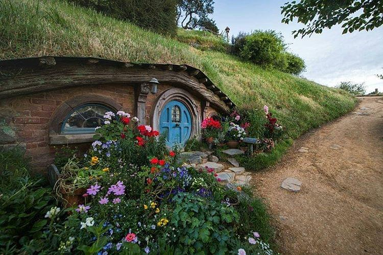 "New Zealand Has a Real-Life Version of Middle Earth You Can Visit Called ""Hobbiton"""